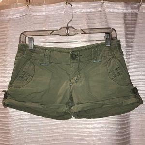 🍭 Olive green cargo shorts